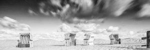Bewegtes Wolkenbild mit Strandkörben in SPO