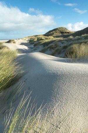 Sand und Dünen Kette vor der Odde im Morgenlicht
