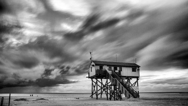 Langzeitbelichtung in SW von der Badekabine am Ordinger Strand