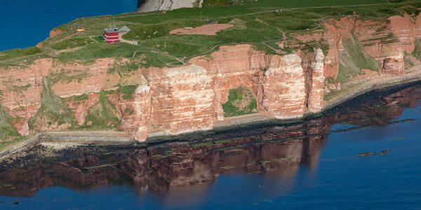 Luftaufnahme der Steilküste von Helgoland